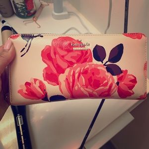 Kate Spade 💕 Gorgeous light pink floral wallet